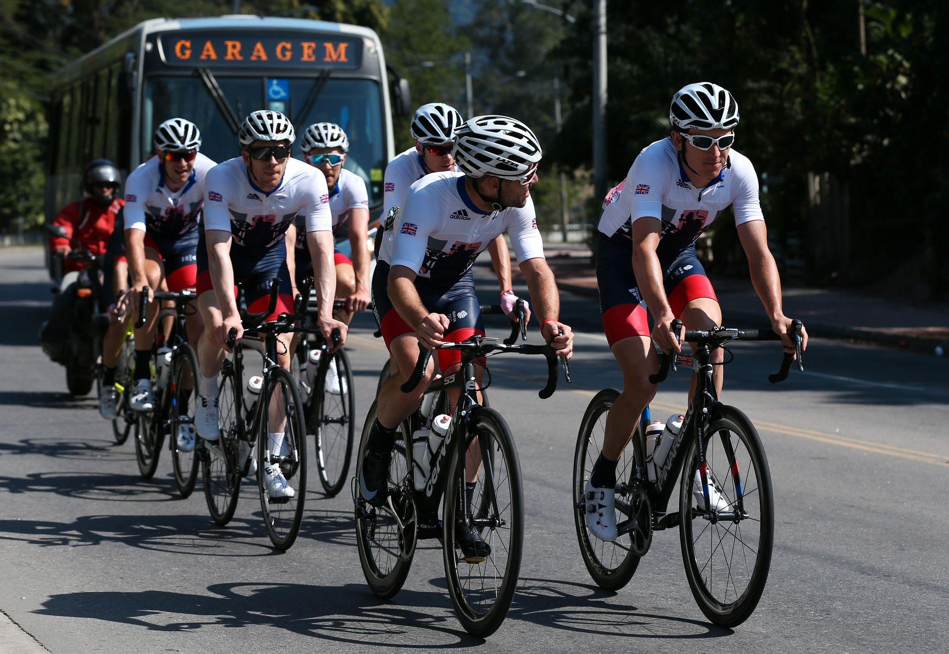 PÅ VEIEN: Mark Cavendish på veien under OL i Rio.