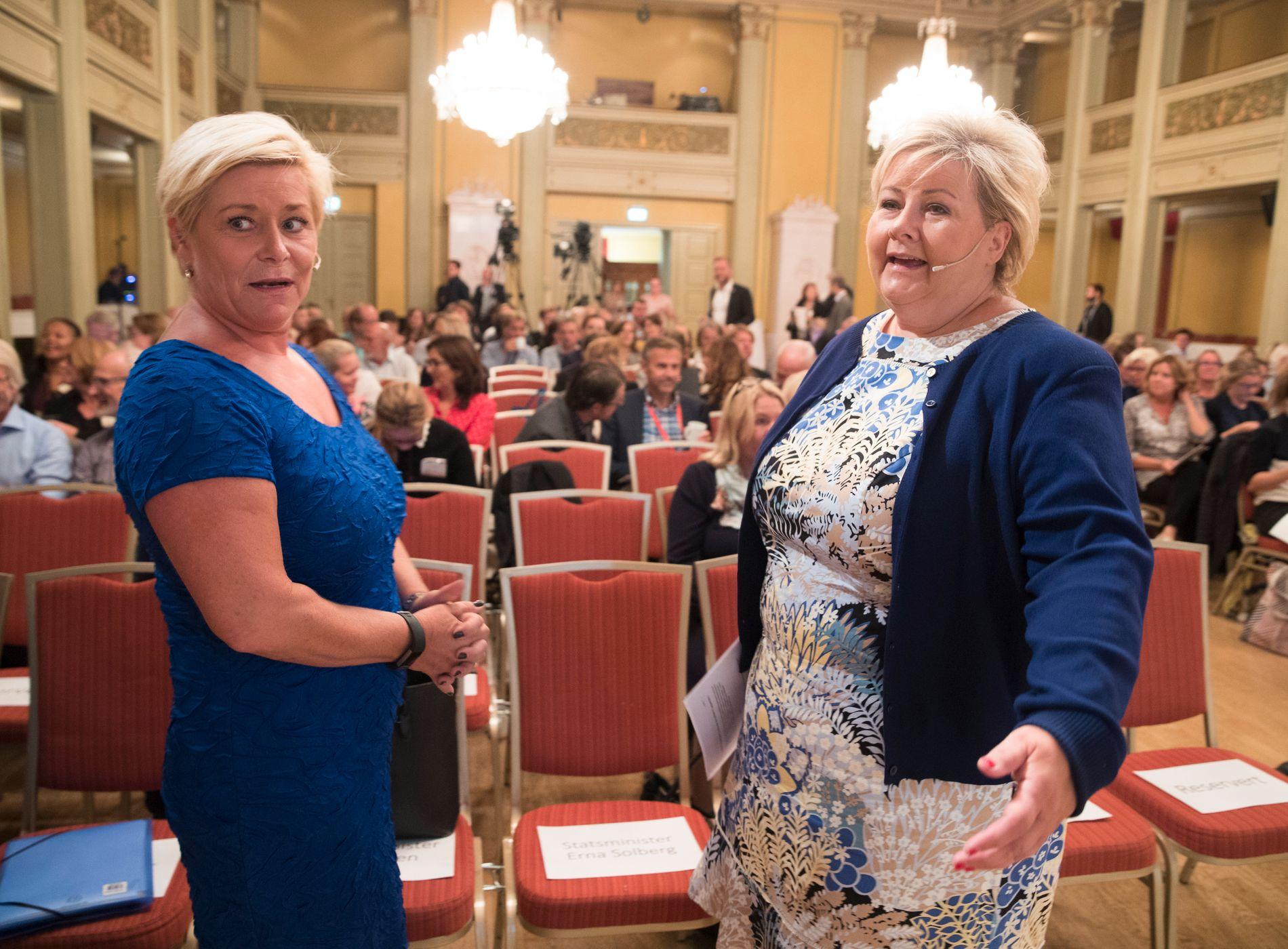 VIL REDUSERE FORSKJELLENE: Finansminister Siv Jensen og statsminister Erna Solberg arrangerte konferanse om ulikhet nå i august.