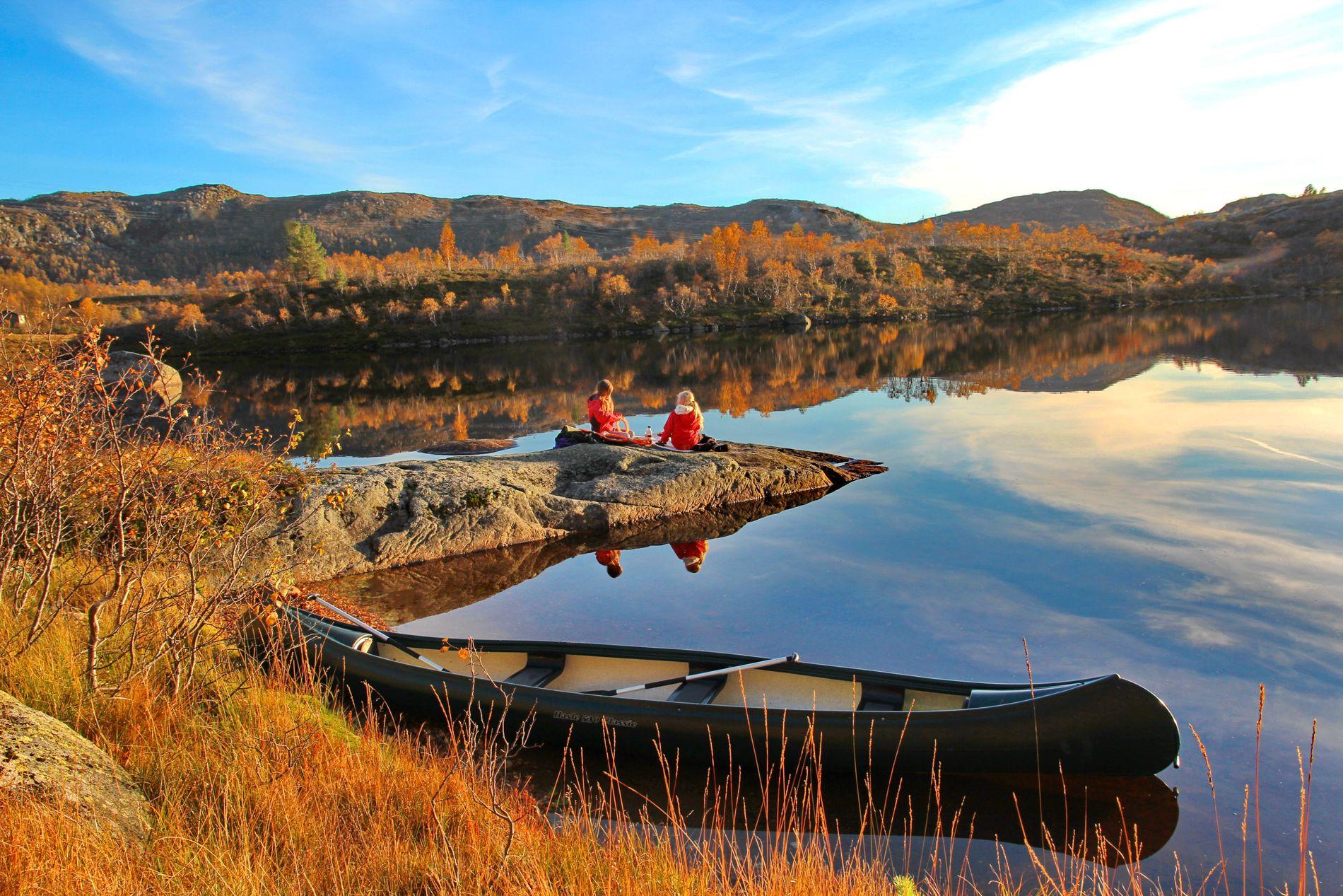 DRØMMEHØST? Slik kan det se ut på en klar, mild høstdag, motiv fra Sirdal nå i høst. Foto: DNT, Frank Haughom.