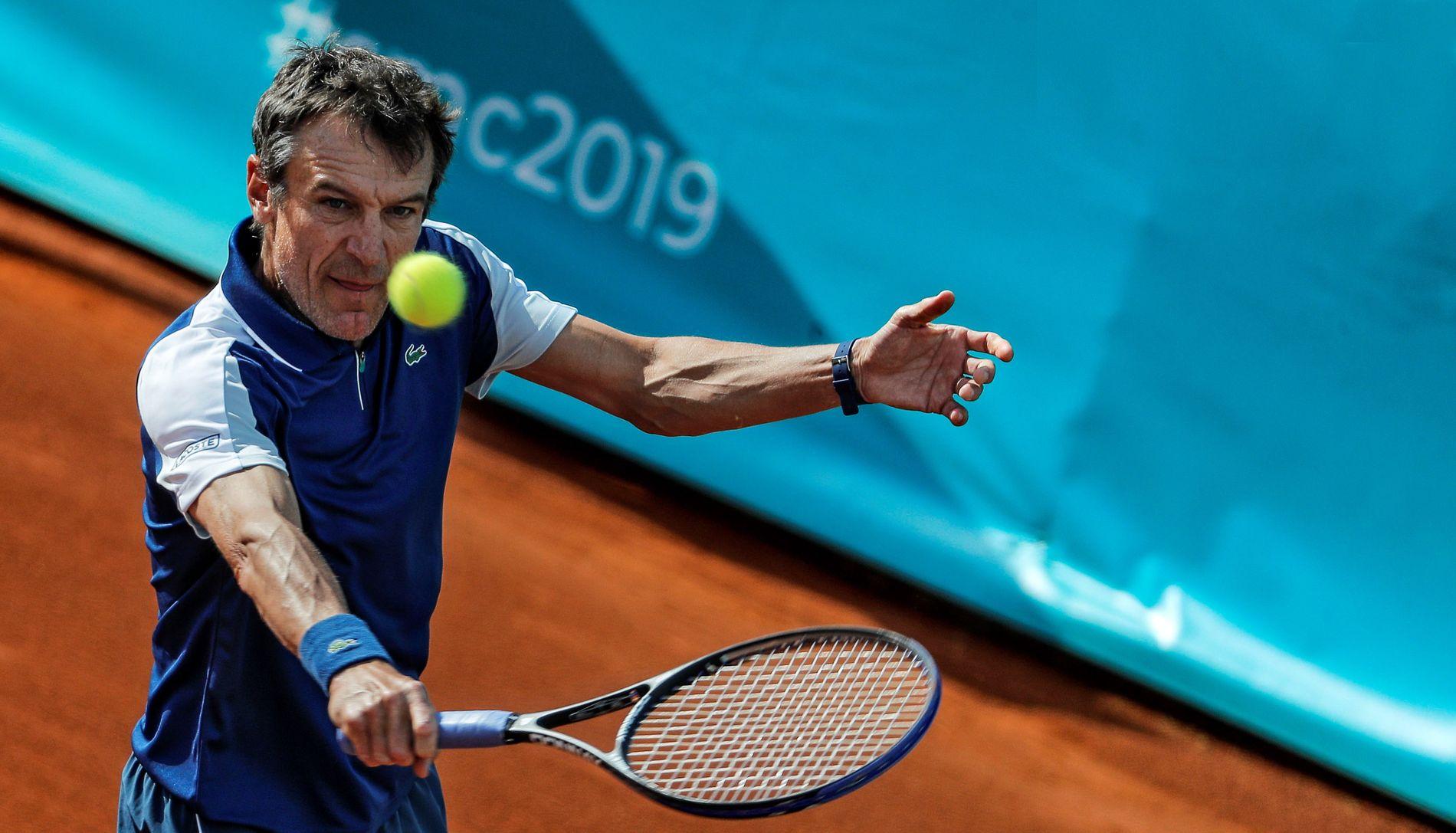 LEGENDE: Svenske Mats Wilander vant French Open i 1982, 1985 og 1988, nå følger han turneringen som Eurosport-ekspert. Her er han i aksjon under en kamp i Senior Masters midt i mai.