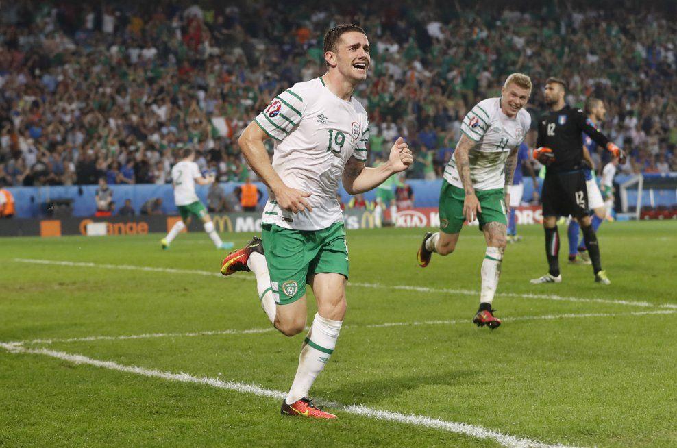 KVELDENS HELT: Robert Brady nikket Irland til himmels og sørget for EM-avansement.