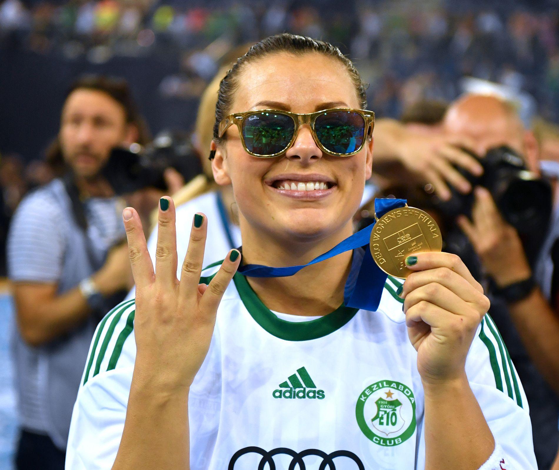 STJERNE: Nora Mørk feirer etter Champions League-seieren med Györ i våres.
