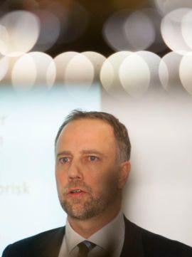 ÅRETS SISTE: Eiendom Norge-sjefen Christian Dreyer presenterer hovedpunktene for boligmarkedet i november under torsdagens pressekonferanse. Neste konferanse vil avholdes i januar.