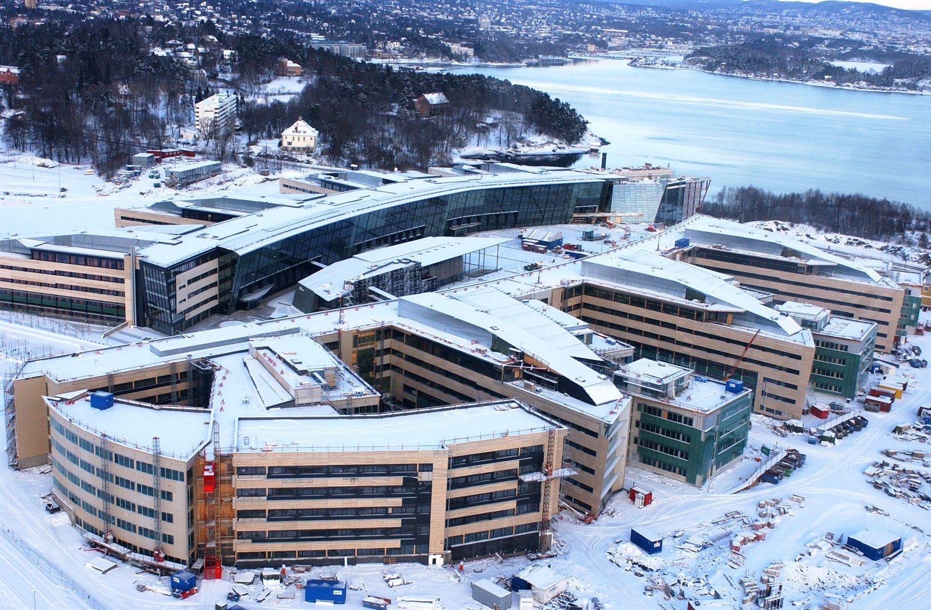 ÅPNINGSÅRET: Flyfoto av Telenors hovedkvarter på Fornebu tatt et halvt år før åpningen i september 2002.