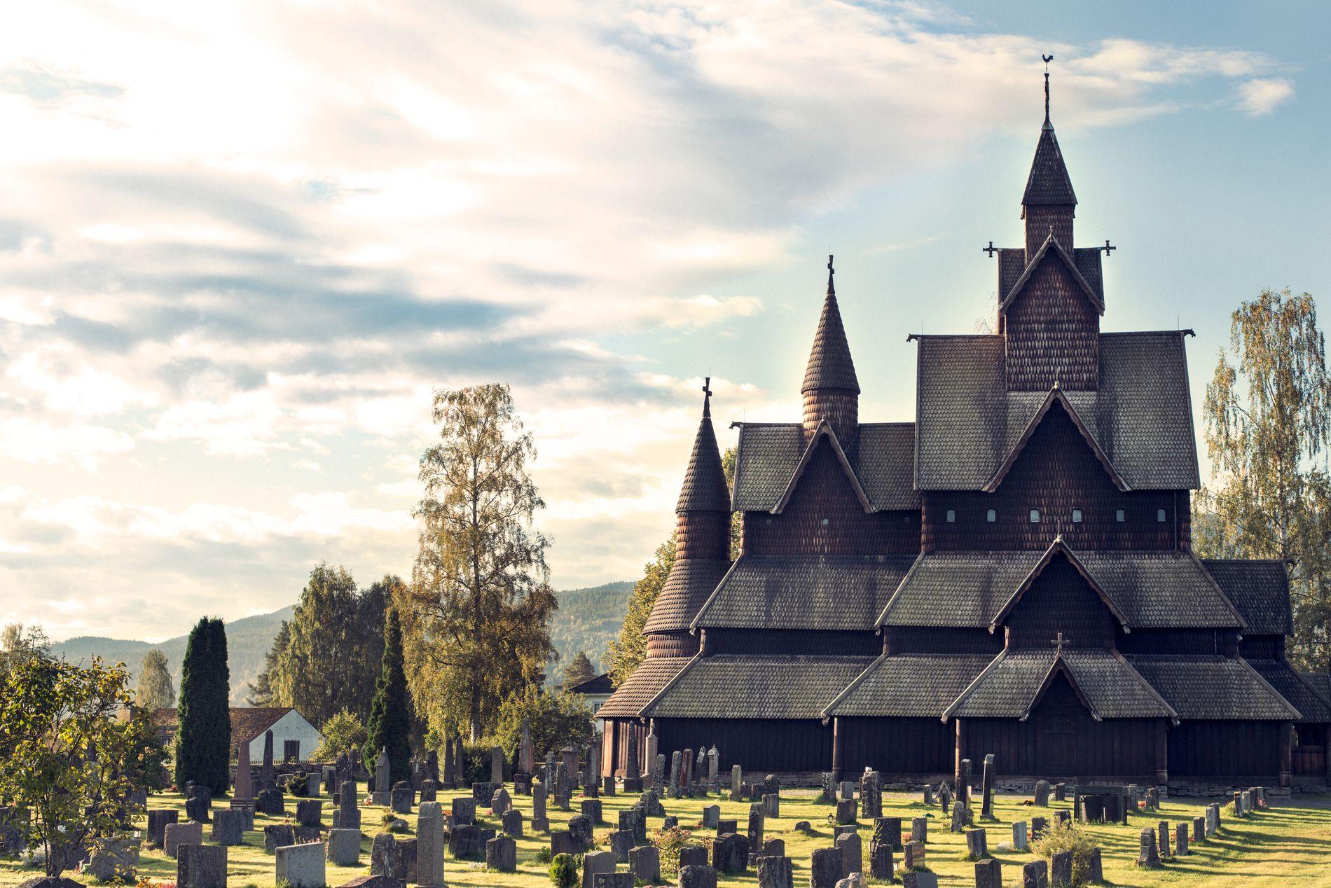 STØRST I VERDEN: Heddal Stavkirke er verdens største og et must på bucketlista.