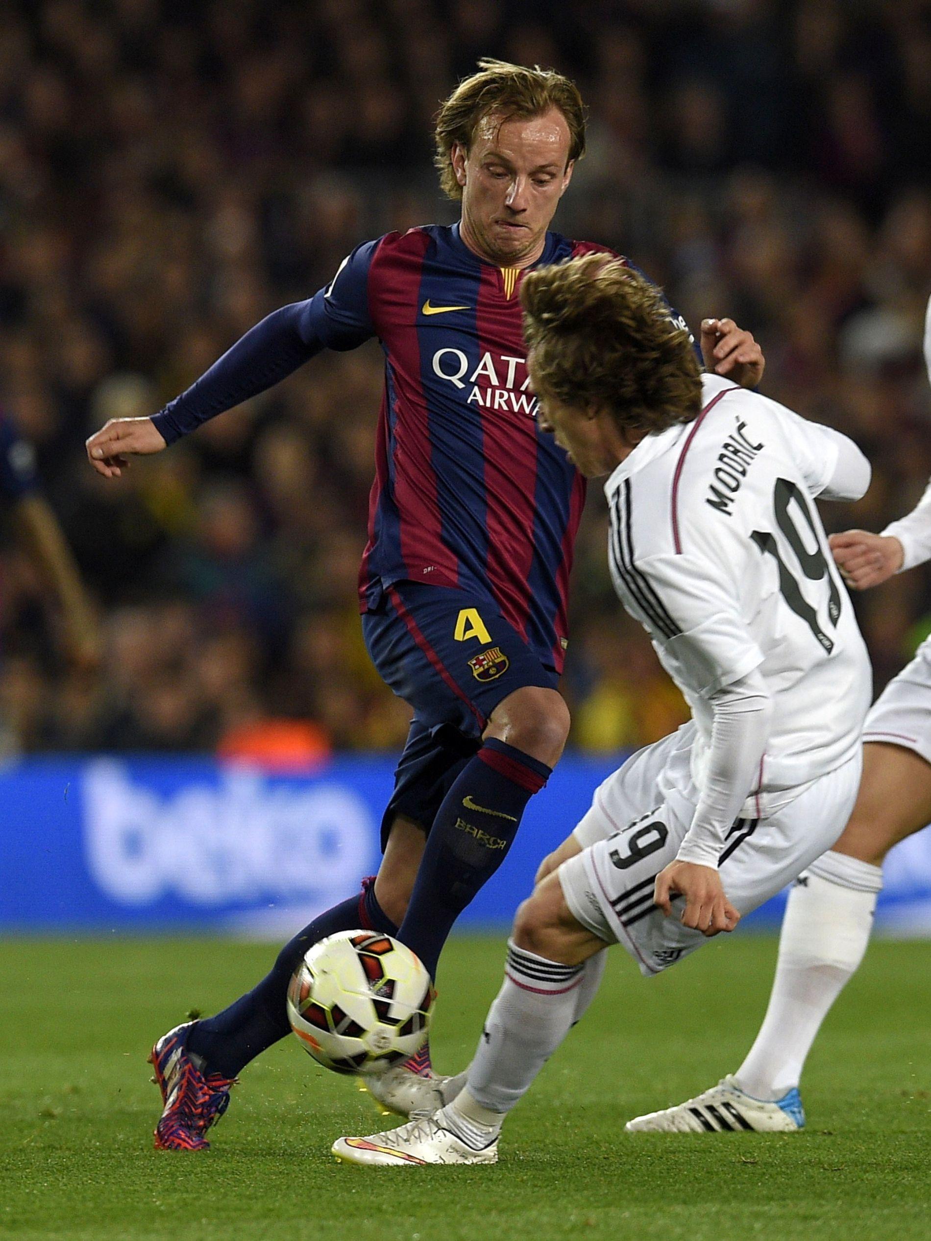FIENDER I SPANIA: Ivan Rakitic (Barcelona) og Luka Modric (Real Madrid) er bitre fiender på gresset i spanske La Liga, men på landslaget er de kompiser.