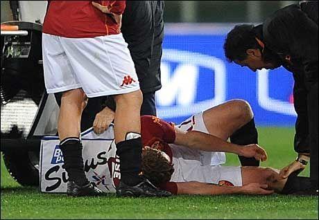 SKADET: 28. januar fikk John Arne Riise skaden som setter ham ut av spill i flere uker. Foto: AFP