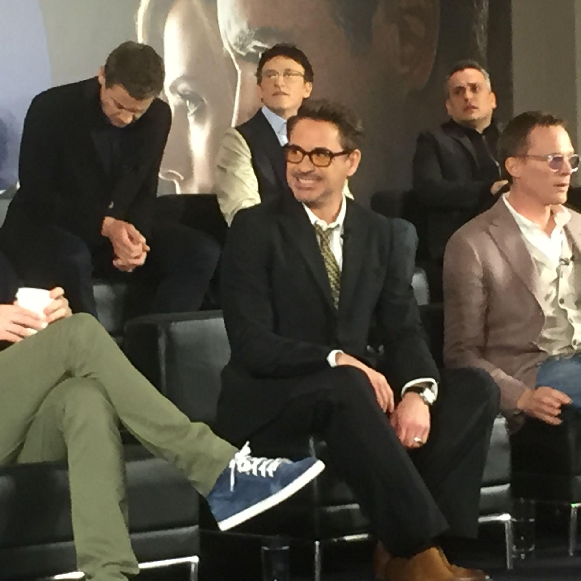 MIDTPUNKTET: Robert Downey Jr. ved siden av Paul Bettany på pressekonferansen i London mandag.