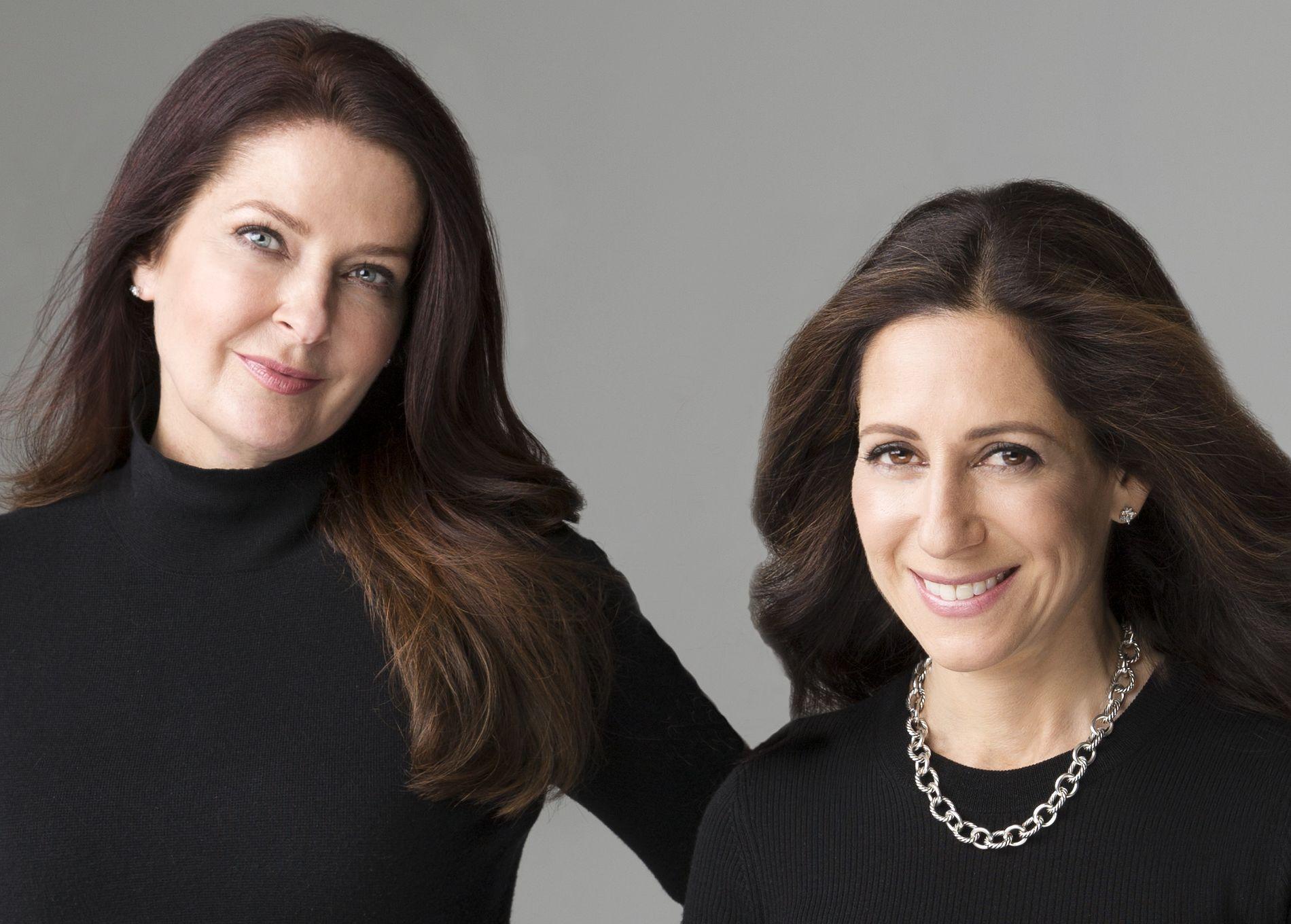 OVERTYDELIG: Forlagsredaktør Greer Hendricks (t.h) og forfatter Sarah Pekkanen har slått seg sammen for å skrive krim - og resultatet er ikke bra.