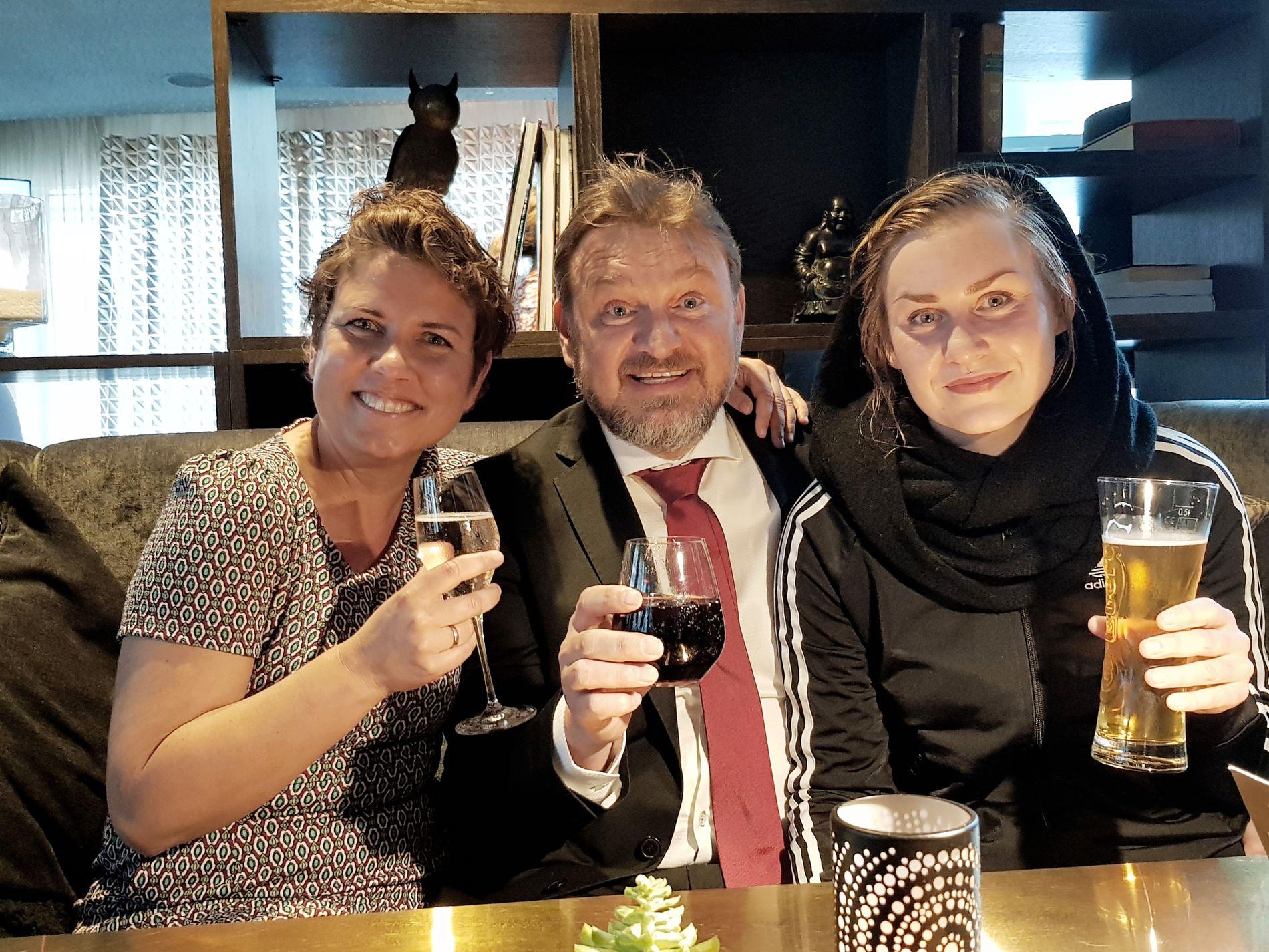 SAMLET FØR GULLRUTEN: Eunike Hoksrød, Halvor Sveen og Camilla Cox Barfot fra fjorårets «Farmen».