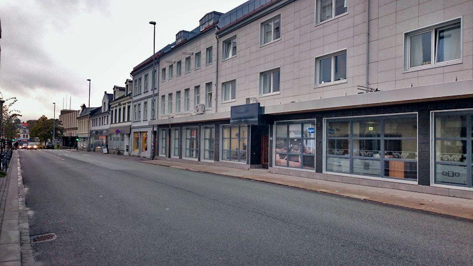 FUNNET DØD PÅ HOTELL: I denne bygningen, som tidligere huset First Hotel i Kristiansand, ble mannen i 60-årene funnet død i 2014.