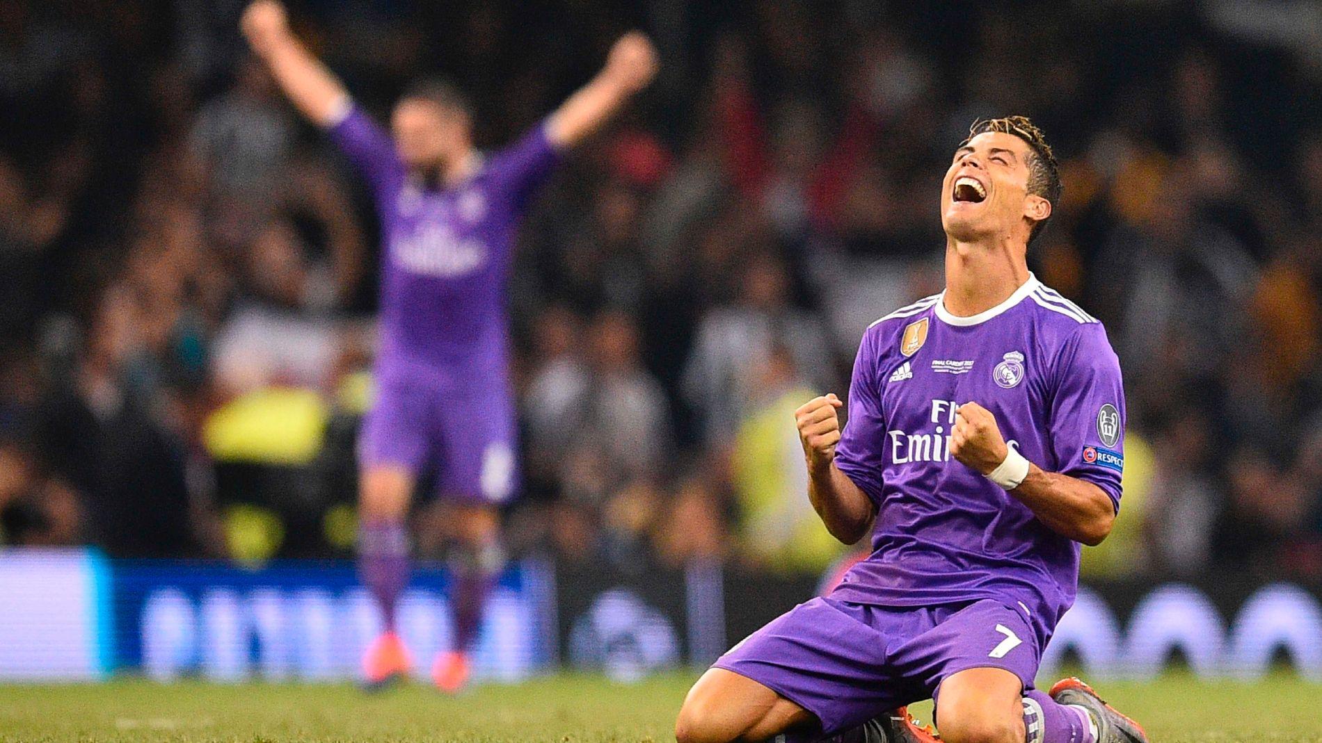 PUR GLEDE: Cristiano Ronaldo faller til knærne og jubler av glede da Felix Brych blåste i fløyta for full tid mot Juventus.
