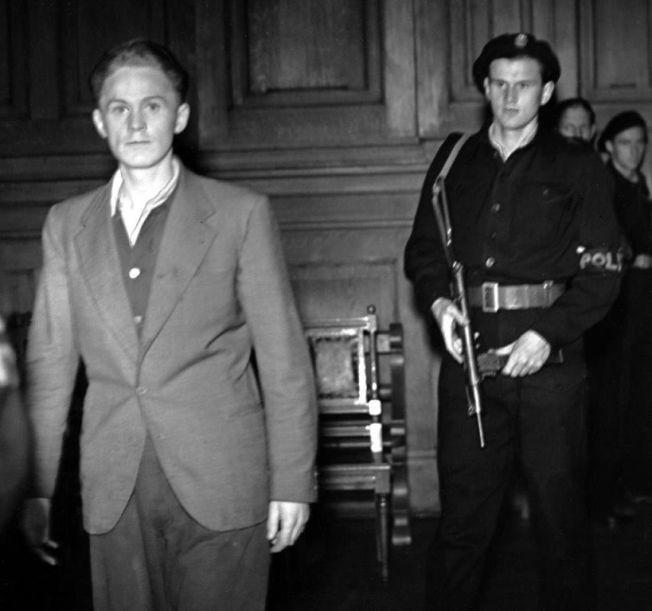 GESTAPIST: Reidar Haaland ble den første som ble henrettet etter krigen for sin ugjerninger, 17. august 1945. Her fotografert under rettssaken etter krigen. Foto: SCANPIX