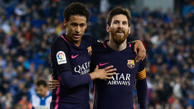 FRA VENNER TIL FIENDER: Sammen med Lionel Messi (t.h.) skapte Neymar mange gode minner for Barcelona-fansen. Nå er tonen mellom PSG-spilleren og klubben langt fra like god.
