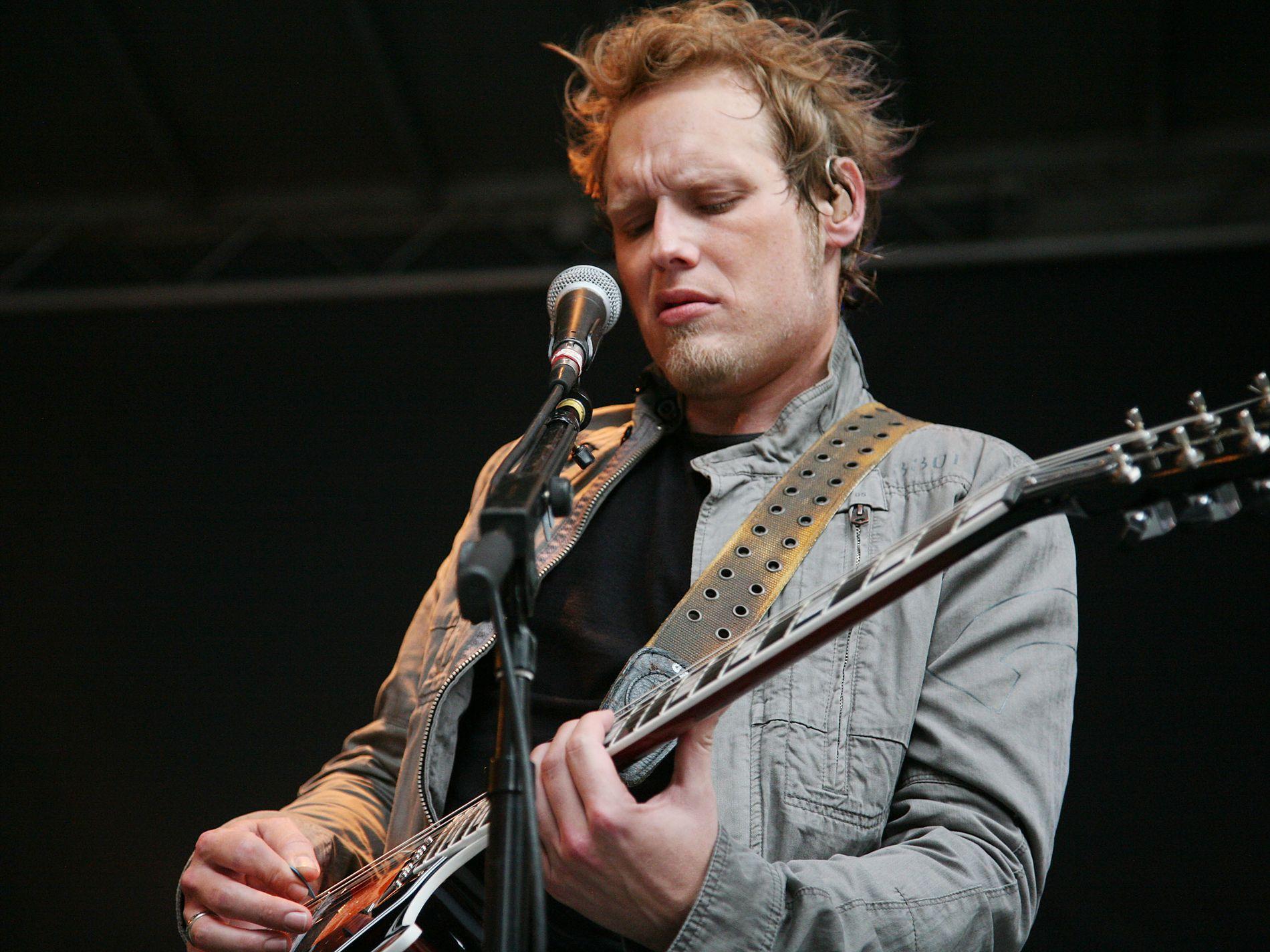 FUNNET DØD: Gitarist Matt Roberts som var med på å danne rockebandet 3 Doors Down ble funnet død lørdag morgen. Her fra en konsert i New York i 2011. Foto: GETTY IMAGES