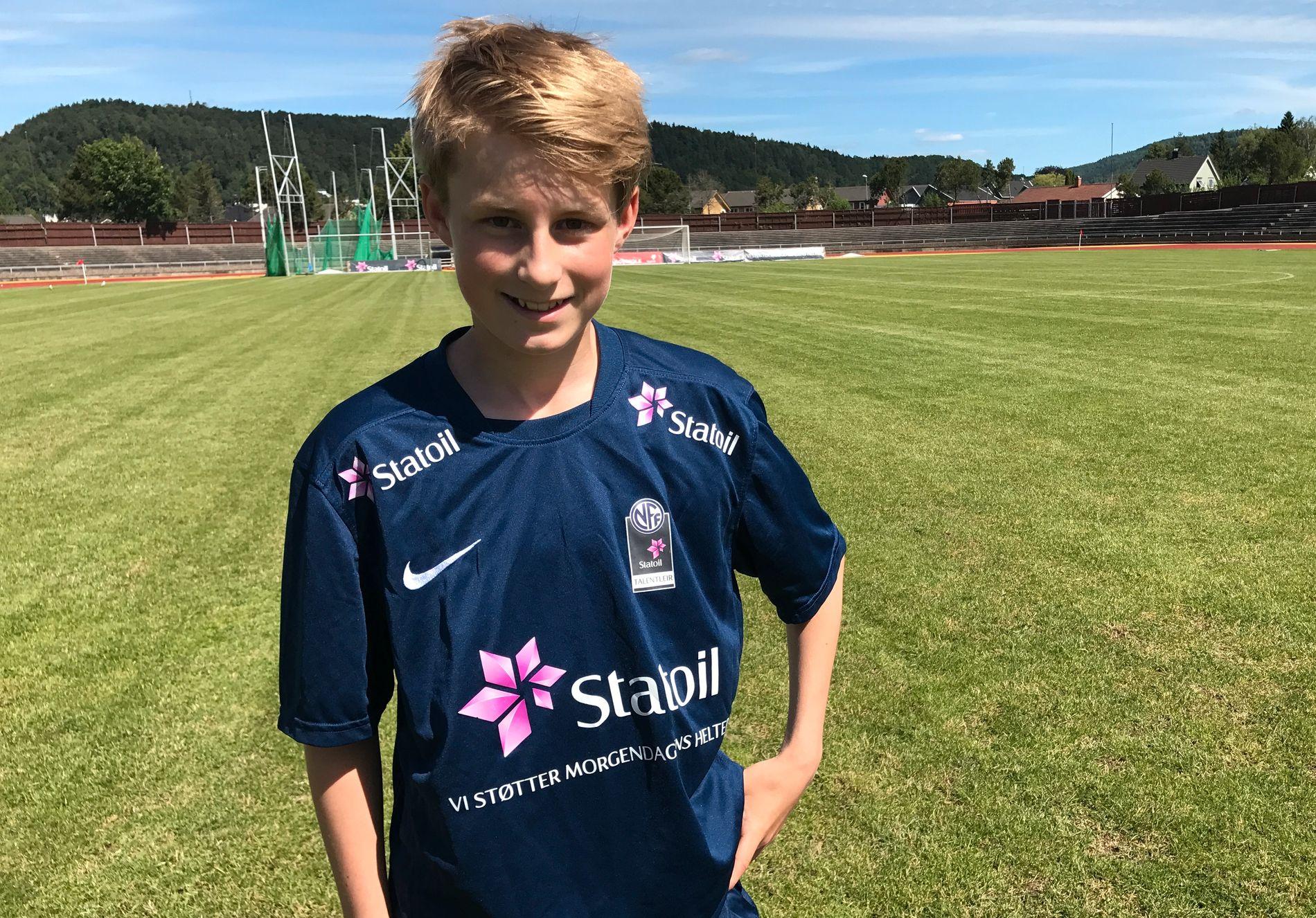 FORNØYD: Fredrik Sjøvold (13), her like før en treningsøkt i Porsgrunn, er glad for at NFF deler opp 14-åringene etter når de er født på året.