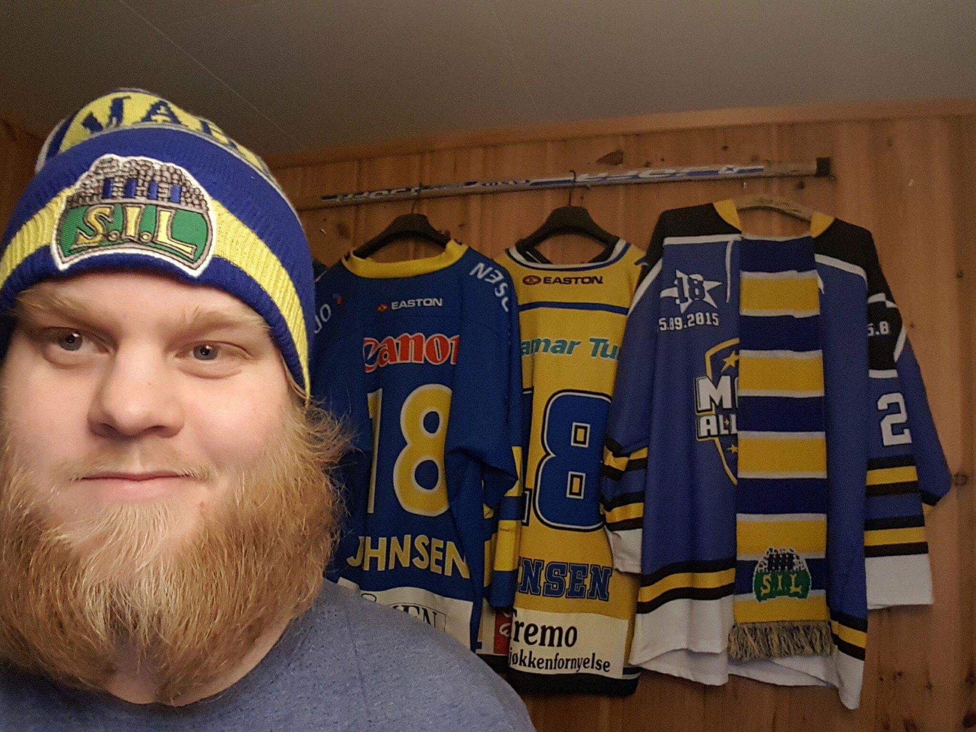 IHUGA: Stian Bekkelund er Storhamar-fan på sin hals. Hjemme har han opp mot hundre hockeydrakter samlet.