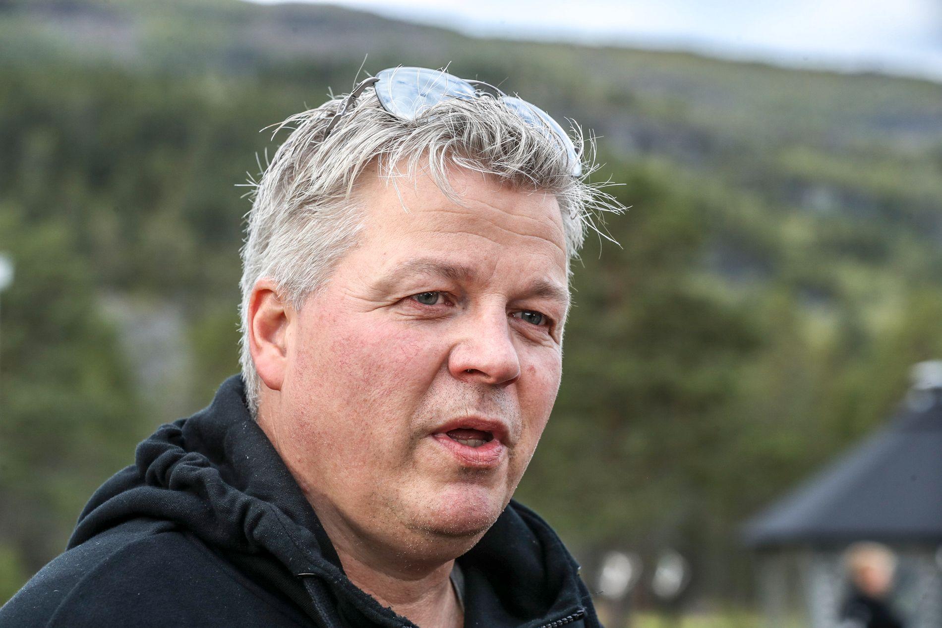 I SORG: Stig Anton Eliassen og flere av de andre som jobbet på festivalen har vært samlet i natt.