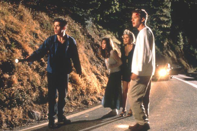 GJØR NOE DUMT: Freddie Prinze Jr., Jennifer Love Hewitt, Sarah Michelle Gellar og Ryan Phillippe er ute og kjøre.