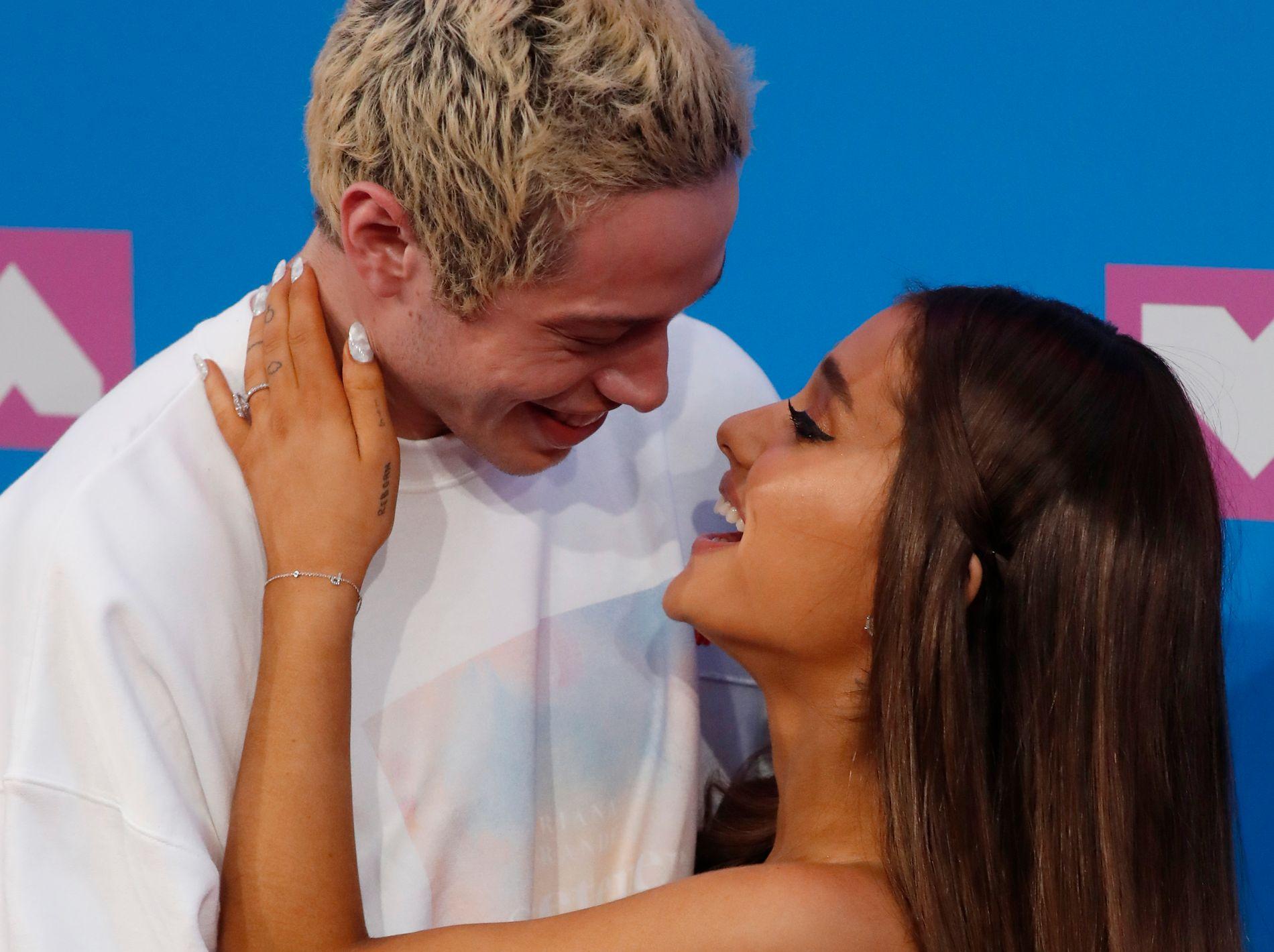 EKSPAR: Pete Davidson og Ariana Grande på et arrangement i New York i august.