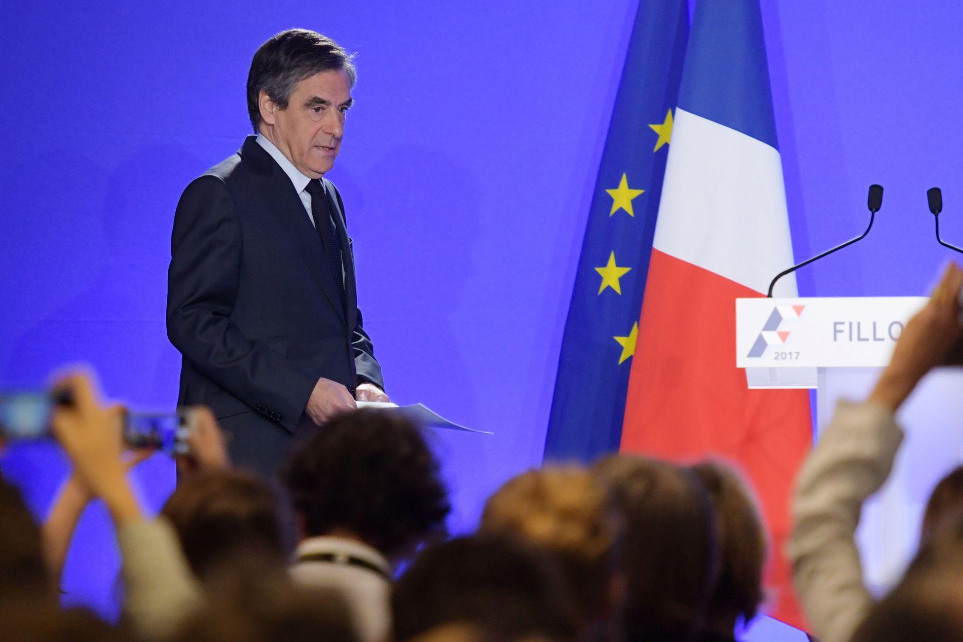PRESSEKONFERANSE: Francois Fillon kunngjorde på en pressekonferanse i dag at han fortsetter valgkampen for å bli fransk president.