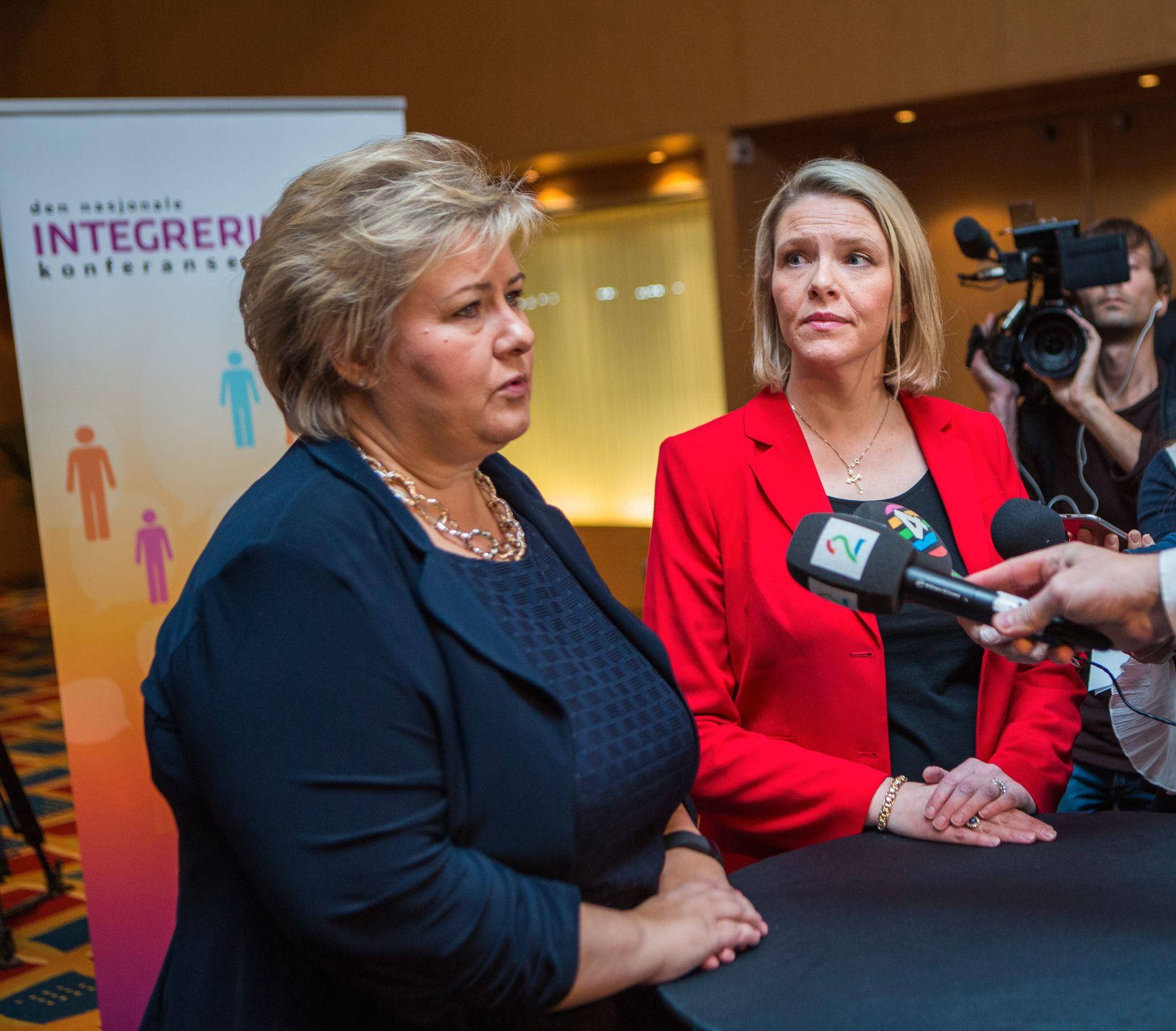 DEN GANG DA: Statsminister Erna Solberg og Sylvi Listhaug avbildet på integreringskonferansen høsten 2016 da Listhaug var innvandrings- og integreringsminister.