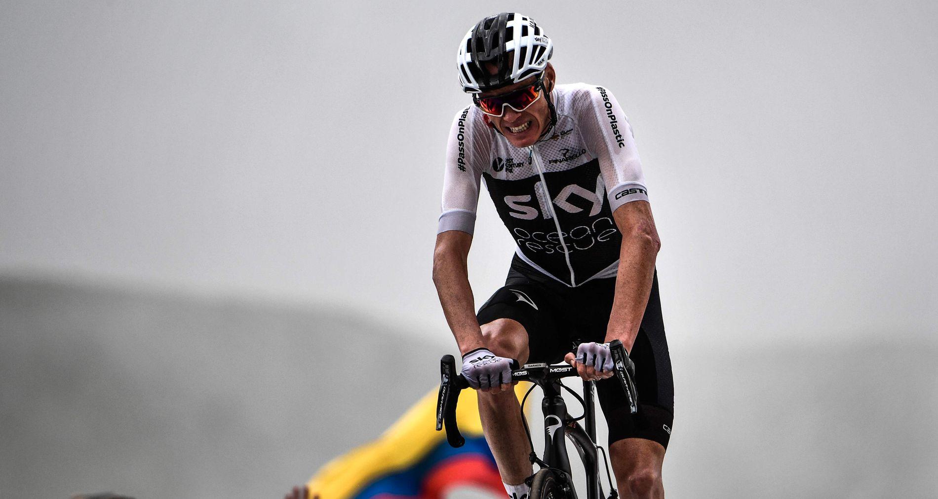 GRIMASER: Chris Froome hadde det ikke godt på vei opp dagens siste fjell.