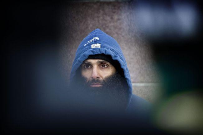 VIL FENGSLE: Politiet har begjærer Arfan Bhatti varetektsfengslet. Her er han utenfor Stortinget under en demonstrasjon mot Norges deltakelse i krigen i Afghanistan i 2012.
