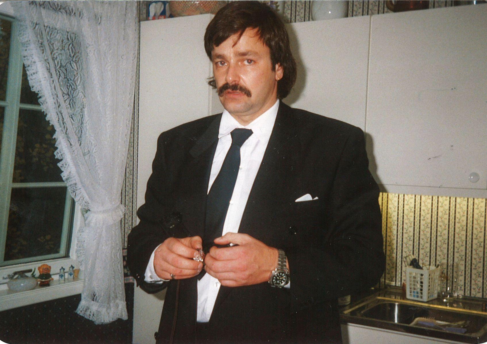 Eirik Jensen i barnedåpen til sin sønn. Bildet er fra 1993.