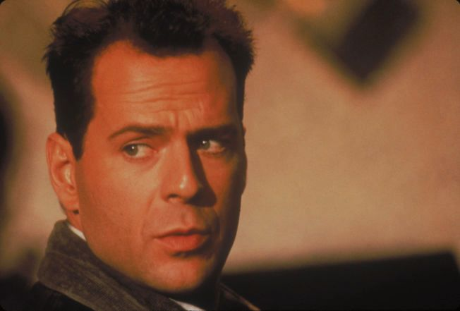 DEN GANG: Bruce Willis hadde til og med hår i 1988.