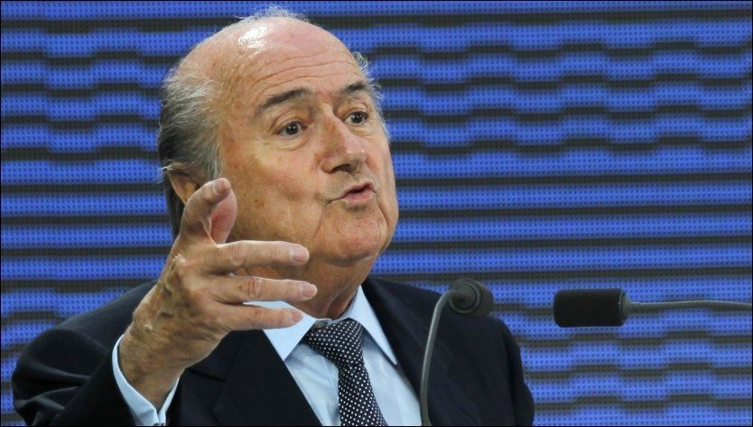 TROR PÅ VIDEODØMMING: FIFA-sjef Sepp Blatter tror FIFA vil ha på plass et system i løpet av 2012 som kan fortelle oss om det var mål eller ikke. Foto: Ap