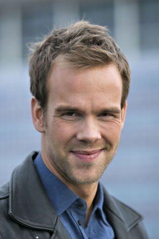 BYR PÅ CHAMPAGNE: Rampelys TV-programleder Morten Hegseth lover en god fest i Bergen under Gullruten for personen som vinner.
