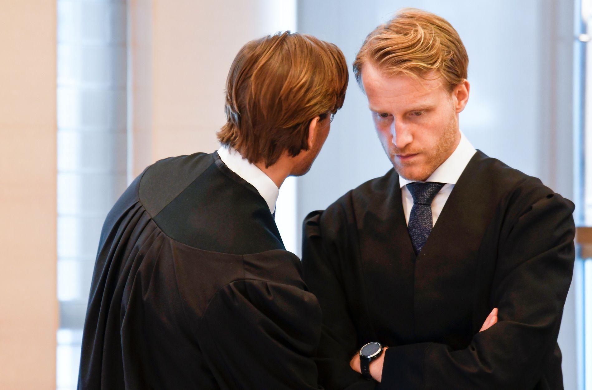 FORSVARER: Advokat Daniel Storrvik forsvarer faren.