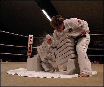 KNALLHARD: Før var Anett V. Stornæs (28) europas beste i taekwon-do-grenen knusing. Nå satser hun på VM-gull i kickboksing. Foto: Privat