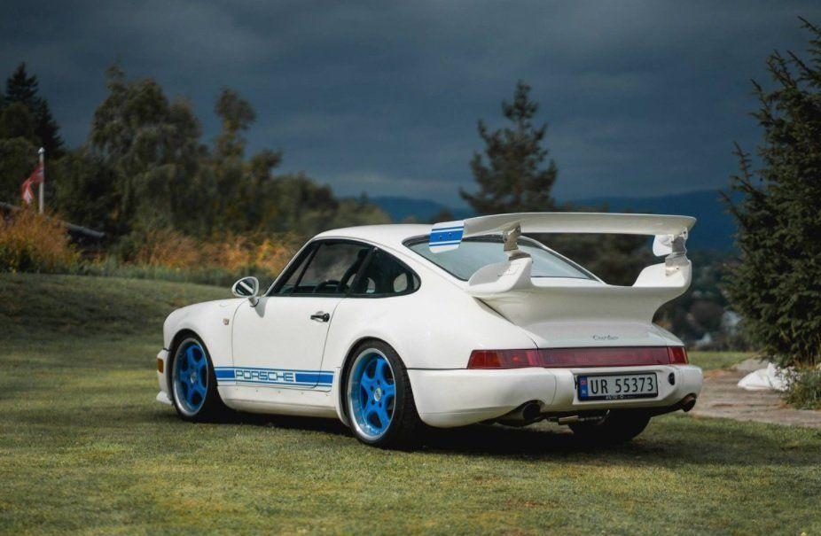 FUNNET: En hvit Porsche 911 som ble stjålet i helgen er kommet til rette. Funnet hensatt på Romerike etter tips.