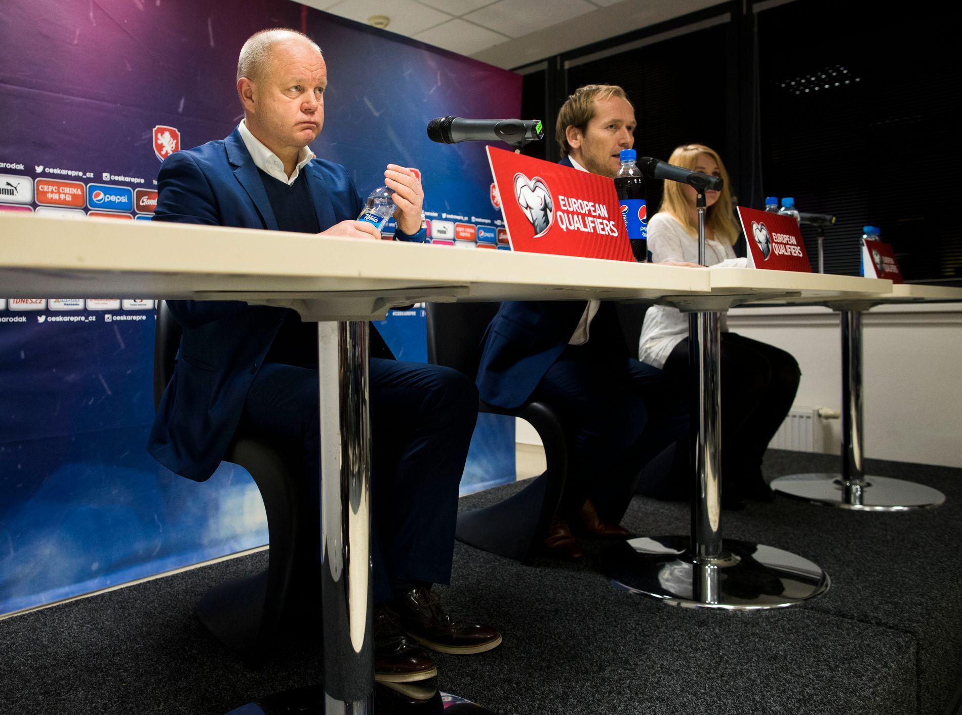 SISTE TUR MED GJENGEN? Per-Mathias Høgmo virket resignert etter tapet for Tsjekkia som langt på vei spolerer forhåpningene om VM-deltagelse i 2018. Men han ville ikke gå av.