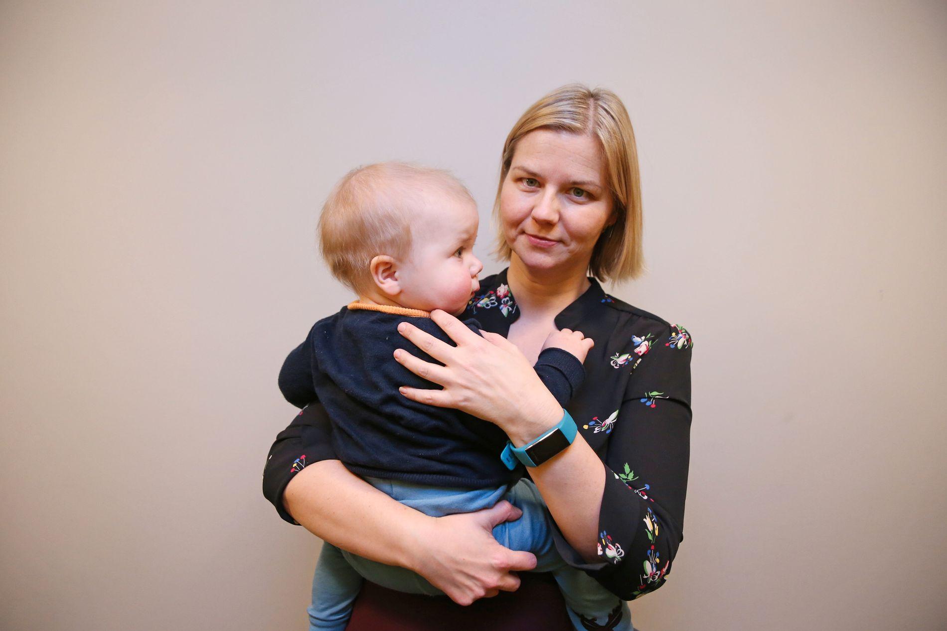 KAN FÅ GLEDE AV FLEKSISTART: Guri Melby i Venstre har vært en av pådriverne for å få på plass en mer fleksibel skolestart. Her med eget barn fotografert i desember i 2018.