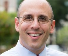 PROFESSOR: Paul Schiff Berman er jusprofessor.