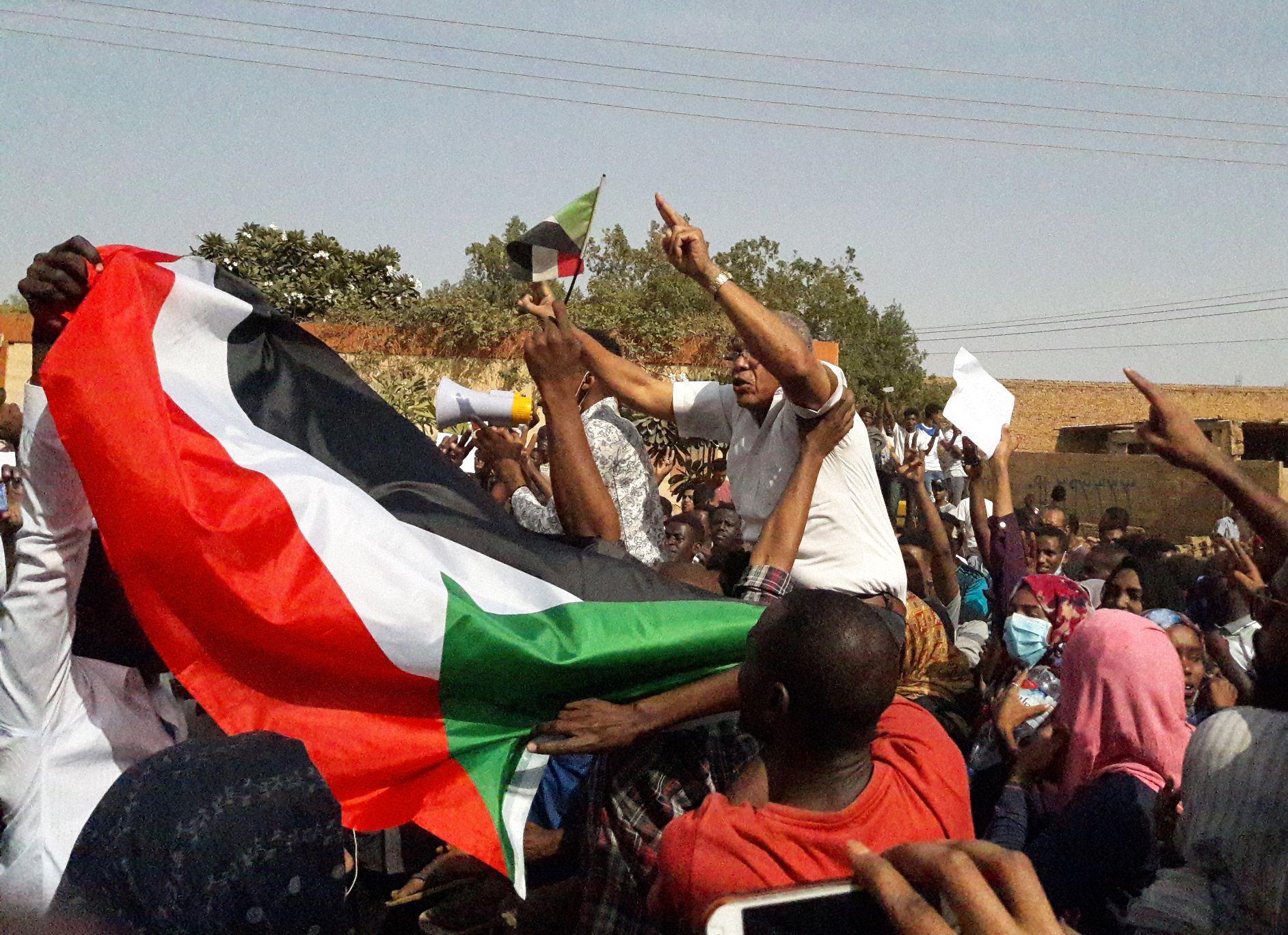 PÅGÅR NÅ: Demonstrasjonene i Sudan fortsetter i flere av landets byer, tross drap på flere demonstranter.