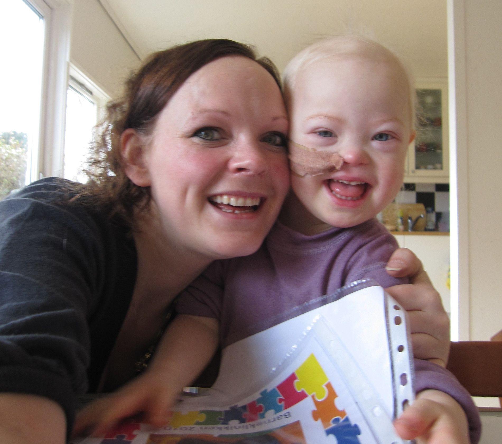 KREFTSYK: Kaia (10) fikk blodkreft da hun var tre år gammel. Mamma Ingunn Jolma fikk føle på kroppen hvor avhengig datteren ble av antibiotika da hun var kreftsyk.