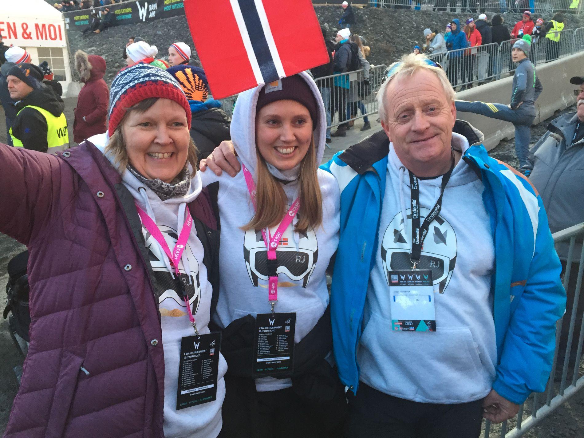 BLID FAMILIE: Mamma Helga, søster Linda og pappa Gorm Johansson i minuttene etter at Robert hadde hoppet til verdensrekorden på 252 meter.