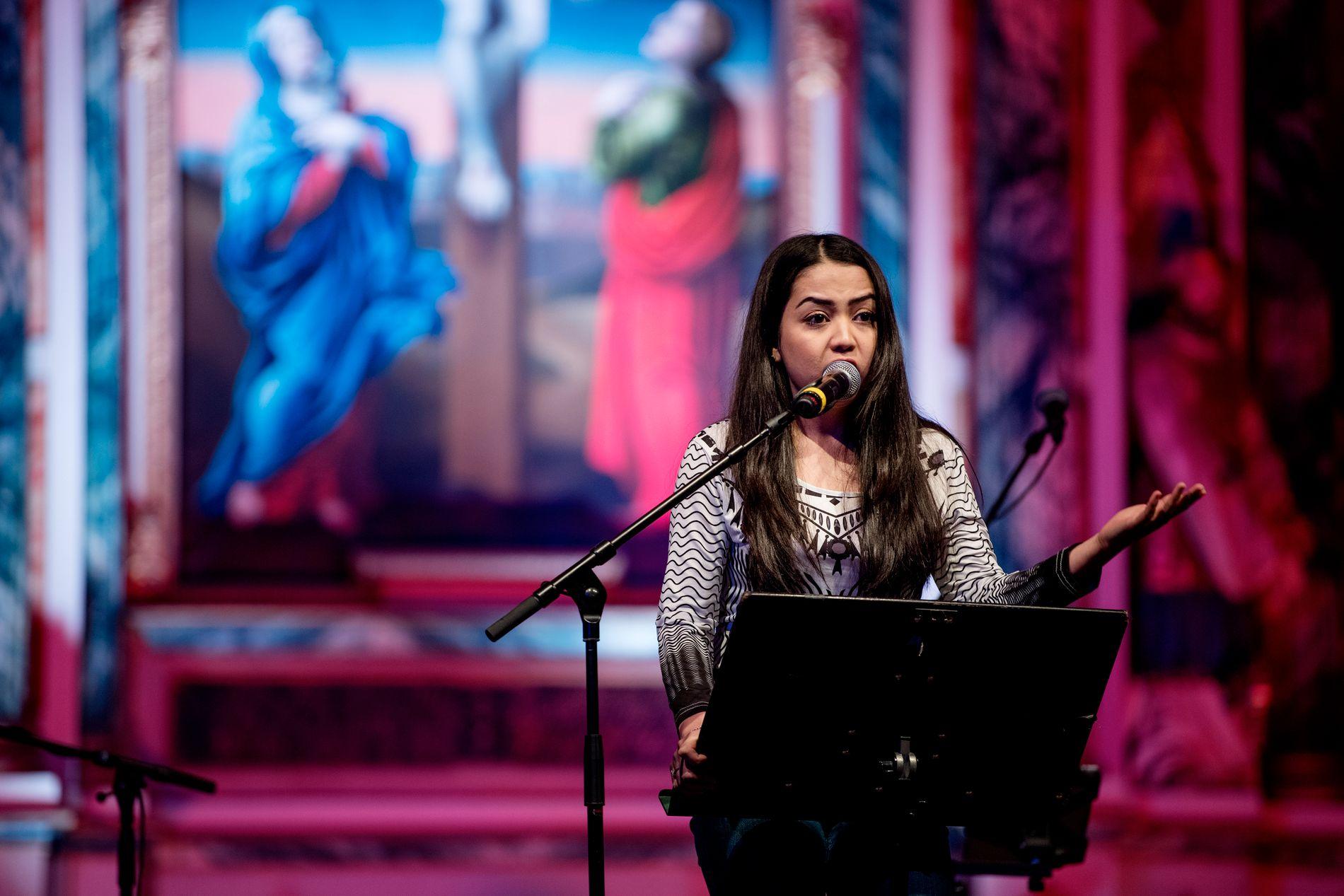 SPØRSMÅL TIL ERNA: Taibeh formidlet sitt spørsmål til Erna Solberg fra scenen onsdag.