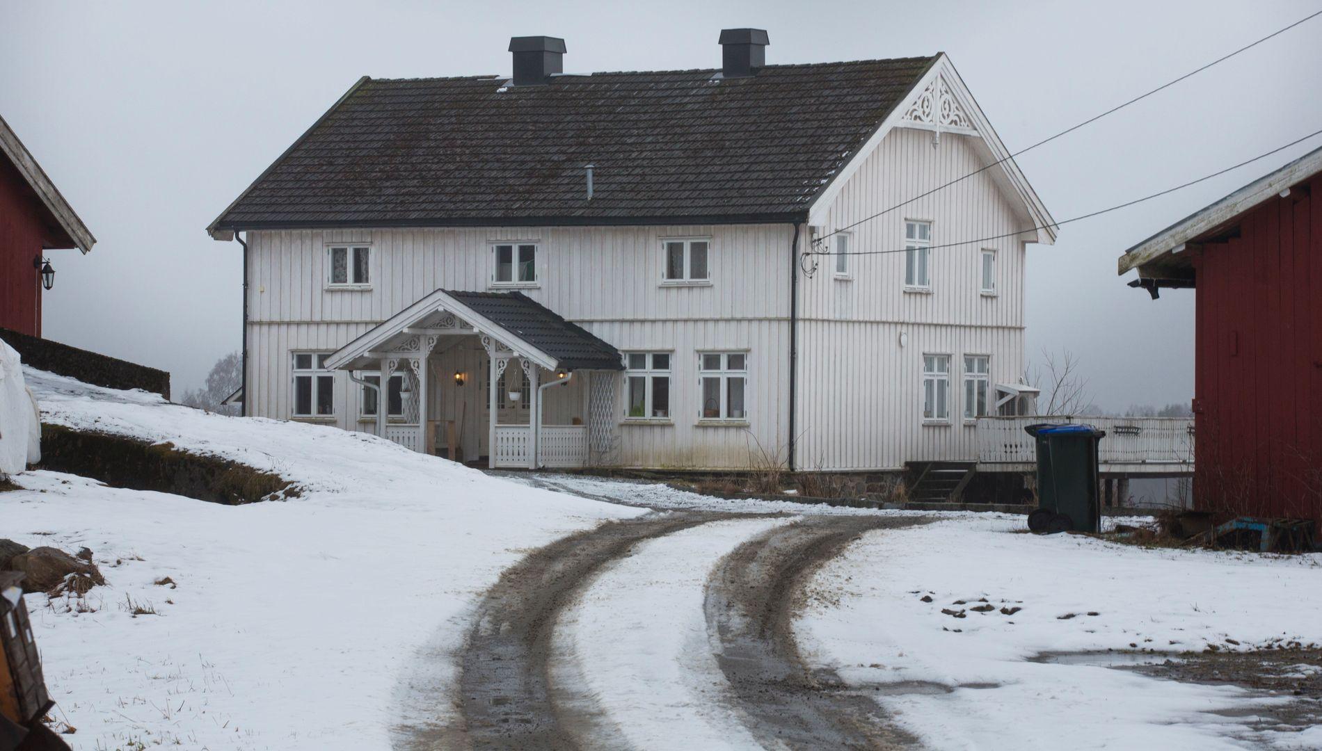 GÅRDEN: I denne boligen på Fenstad på Romerike bodde Eirik Jensen og samboeren.
