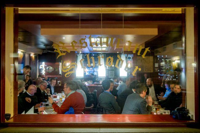 KLENODIUM: – Turistene kommer til å synes det er kult å besøke Restaurant Schrøder, der Harry Hole satt. Men, faren er overhengende for at det plutselig ligger et Espresso House eller Starbucks der isteden, skriver kronikkforfatteren.