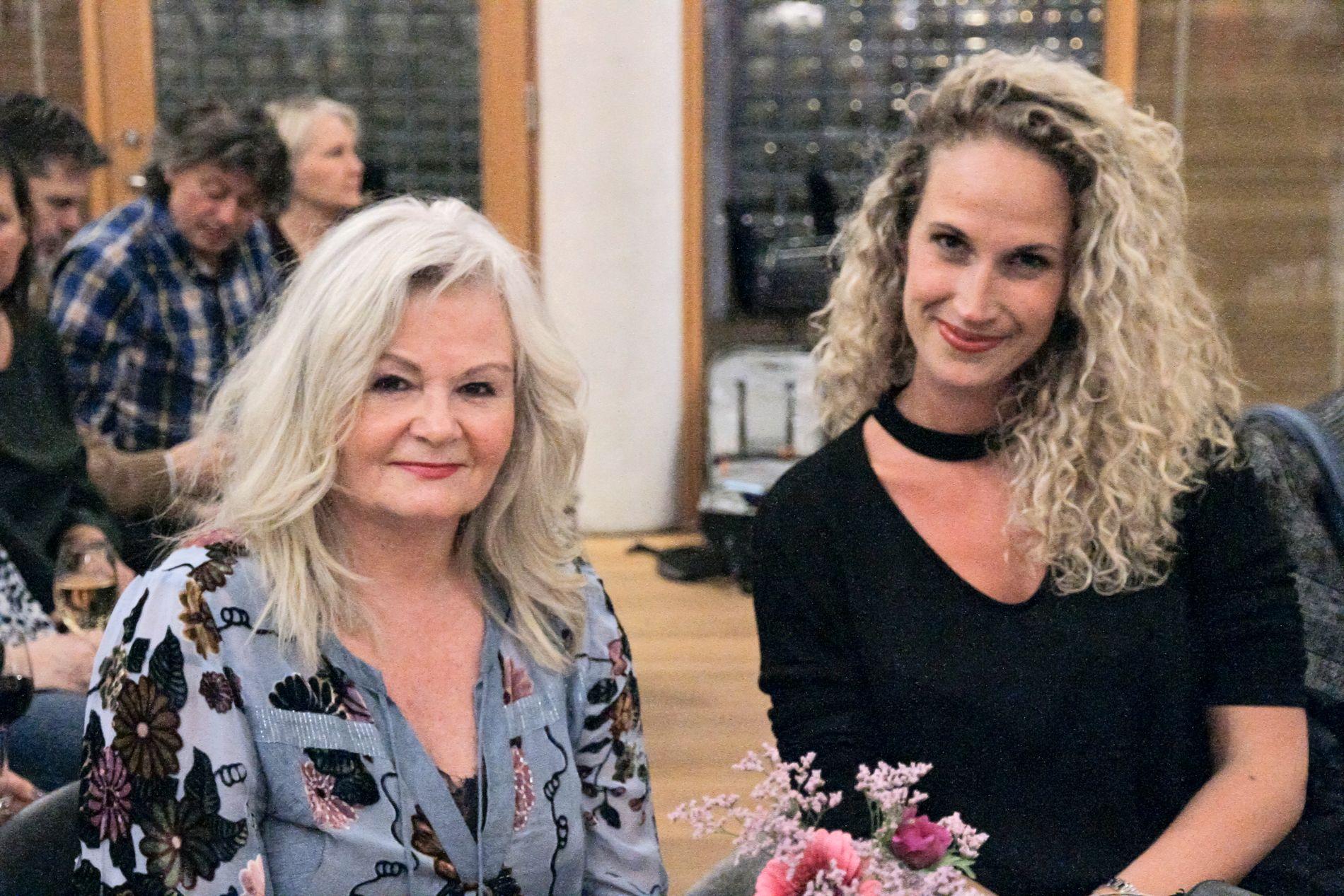 «SVIGERMOR»: Ebba Rysst Heilmann og Marianne Behn, Aris mor, på boktreffet i februar.
