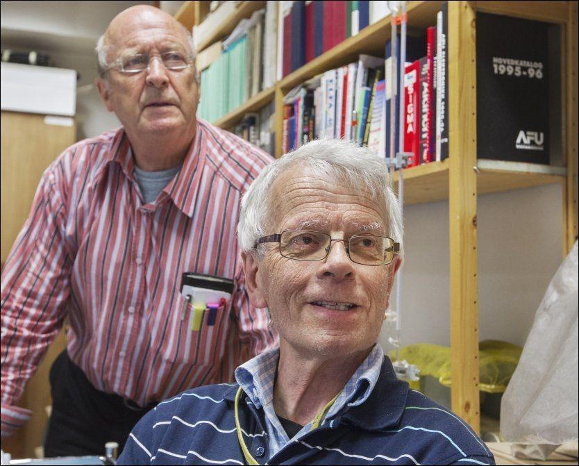 FORSKET PÅ BORRELIOSE: Helsetilsynet mener biologene Ivar Mysterud (venstre) og Morten Laane brøt loven. Foto: Roger Neumann