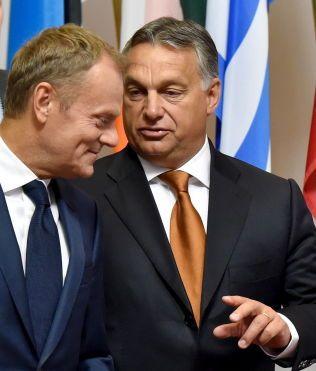 TOPPMØTE: Ungarns statsminister Victor Orbán og EU-president Donald Tusk møttes i dag.
