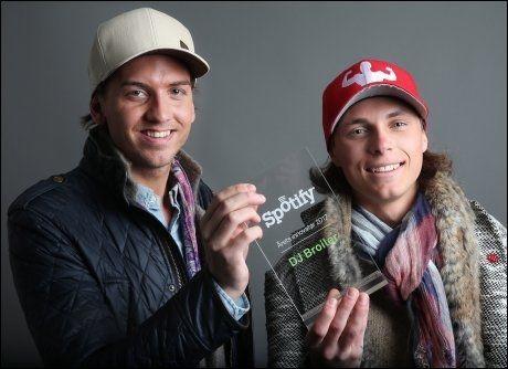 VANT PRIS: I fjor vant Simen Auke (t.v.) og Mikkel Christiansen prisen «Årets innovatør» som ble delt ut av streamingtjenesten Spotify. Premien var annonsering til en verdi av 200.000 kroner hos streamingtjenesten. Foto: TROND SOLBERG/VG