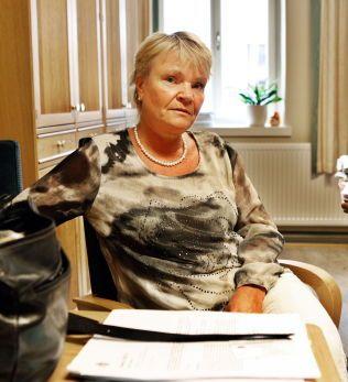 RESERVEMAMMA: Kari Kjønaas Kjos, leder av Stortingets helse- og omsorgskomite, er reservemamma for en ung jente som har forsøkt å ta livet sitt flere ganger.