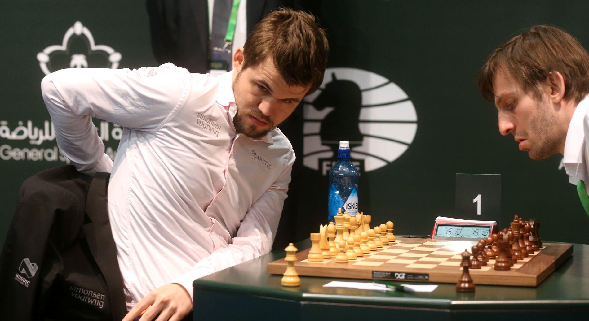 AVGJØRENDE: Magnus Carlsen spilte mot russeren Aleksander Grisjtsjuk i det siste partiet i hurtigsjakk-VM.